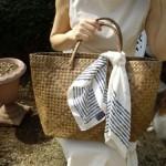 大人ナチュラルの夏コーデの必需品♪天然素材の手編みかごバッグ
